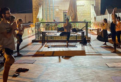 יוגה עם הדר אילון - פורים בתחנה הראשונה ירושלים