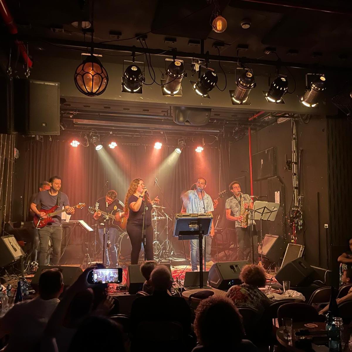 להקת TuKA בהופעה חיה
